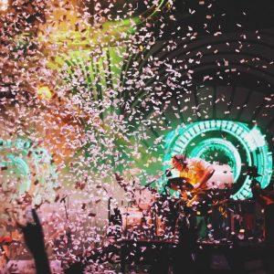 gig with confetti